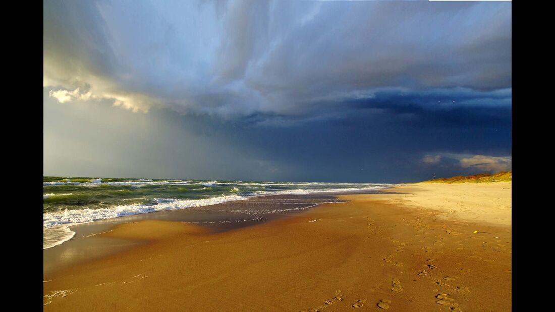 Gewitterwolken über der Kurischen Nehrung