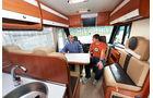 Giottiline G-Liner mit Hubbett über Fahrerhaus und Sitzgruppe