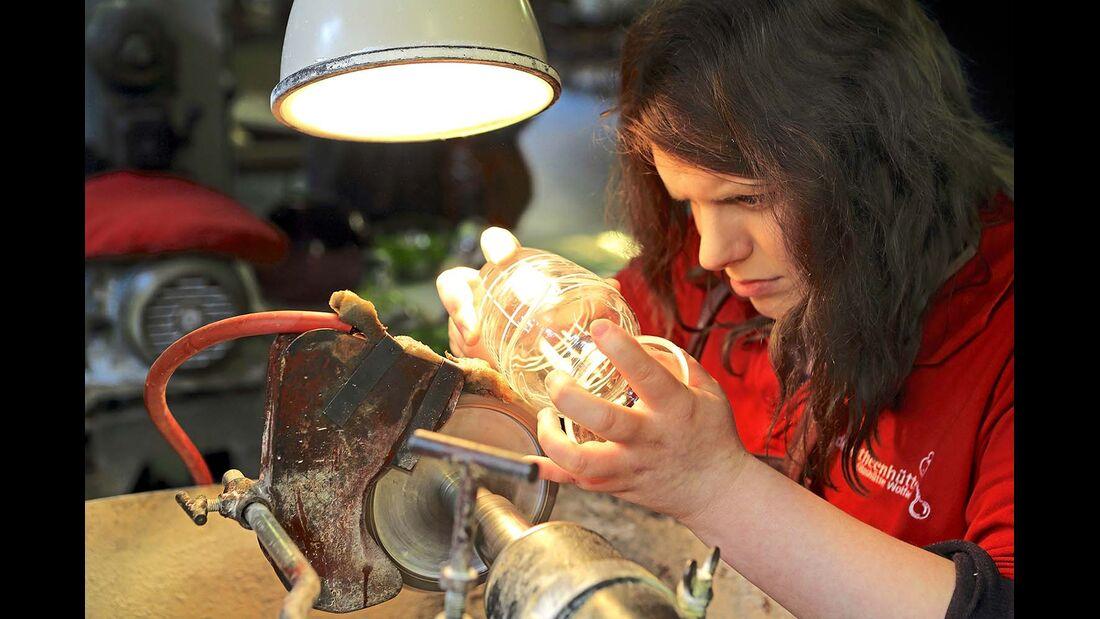 Glasgravuren erfordern eine sehr ruhige Hand