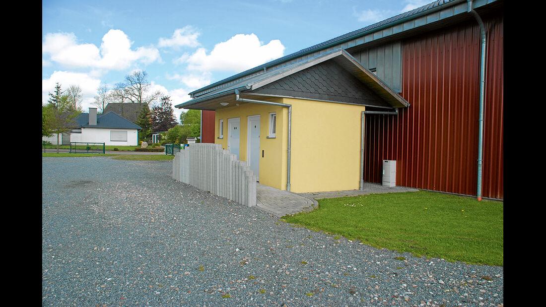 Großsolt, Sanitärhaus mit Geschirrspühlbecken