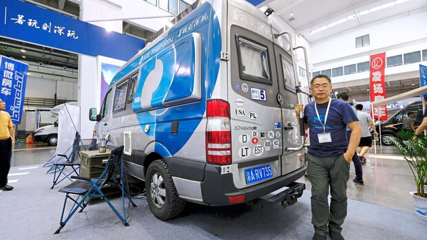 Gu Yunsong mit umgebautem Sprinter