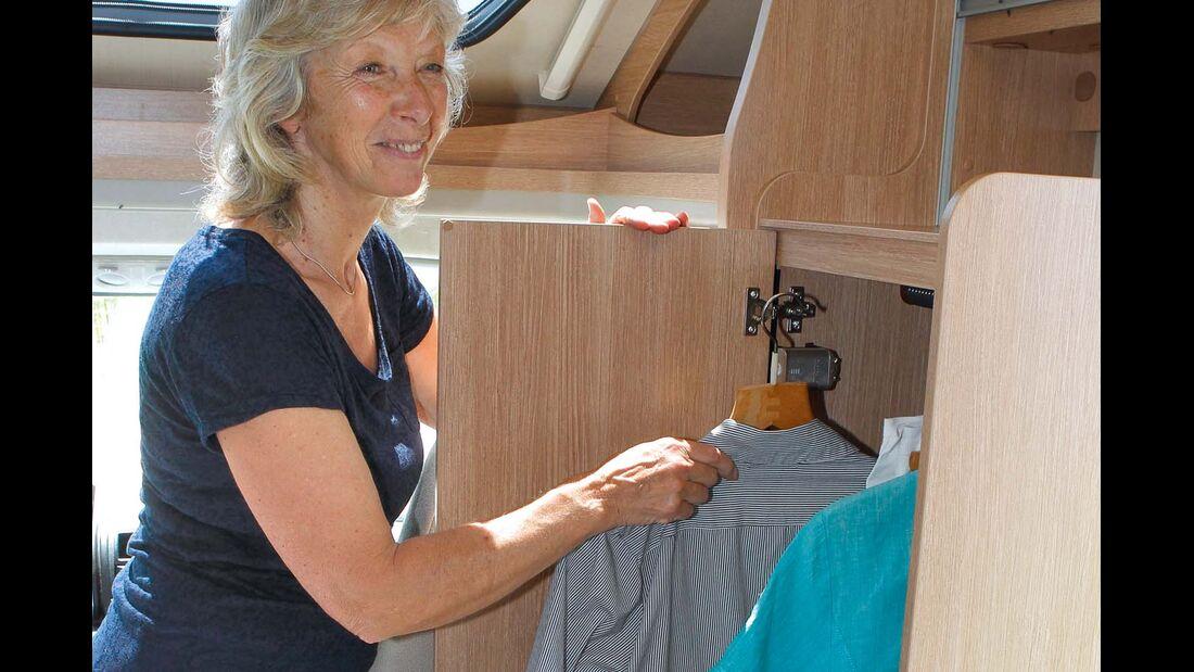Gut zugänglicher Kleiderschrank vorn beim Sunlight T 60