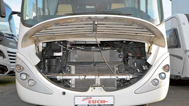 Guten Zugang zur Iveco-Technik gewährt die große Motorhaube.