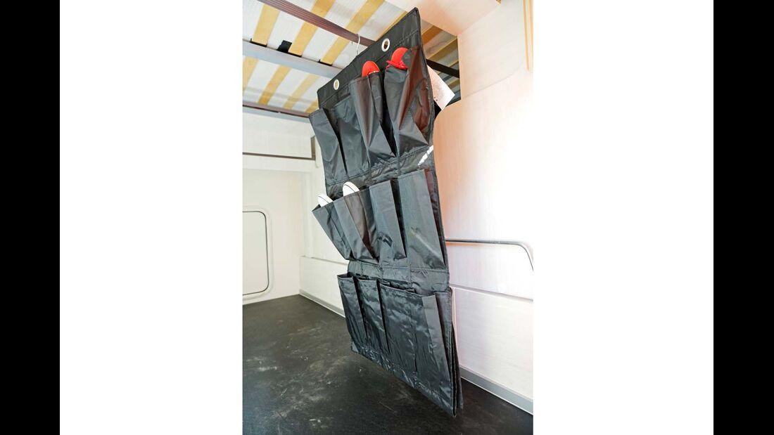 Hängeaufbewahrung Skubb - Mit seinen 16 Einzelfächern ist diese Hängeaufbewahrung ein echter Allrounder für Heckgarage, Kleiderschrank oder die Rückseite des Beifahrersitzes.