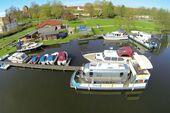 Hausboot-Ponton am Anlegesteg