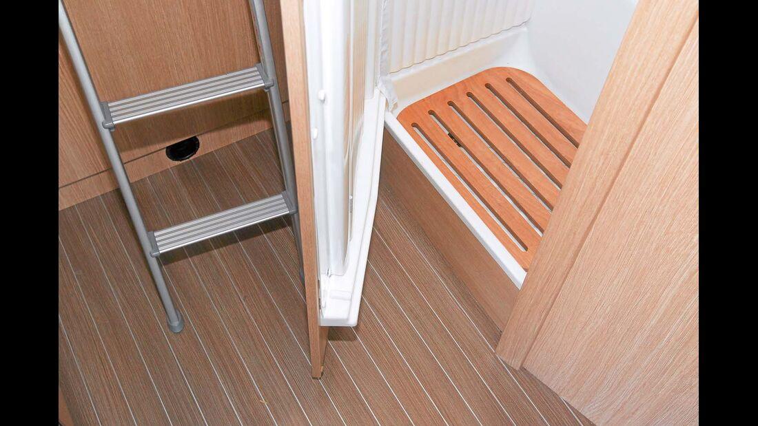 Heckbettleiter und Sanitärraumtüre kommen beim nächtlichen Toilettengang in Konflikt beim Sunlight T 60