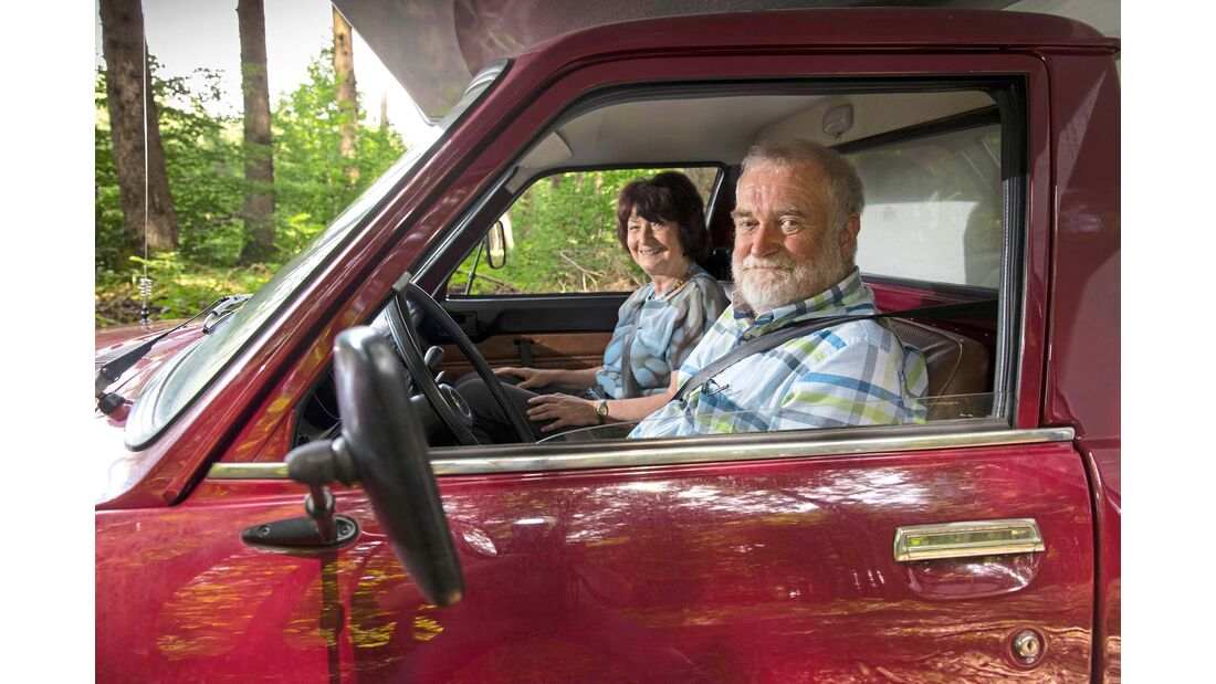 Heute reisen die beiden im VW T6. Mit Kabine natürlich.