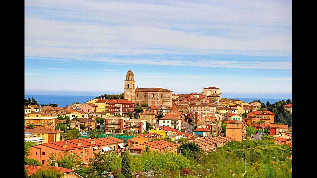 Hoch über der Riviera del Conero liegt der beschauliche Ort Sirolo.