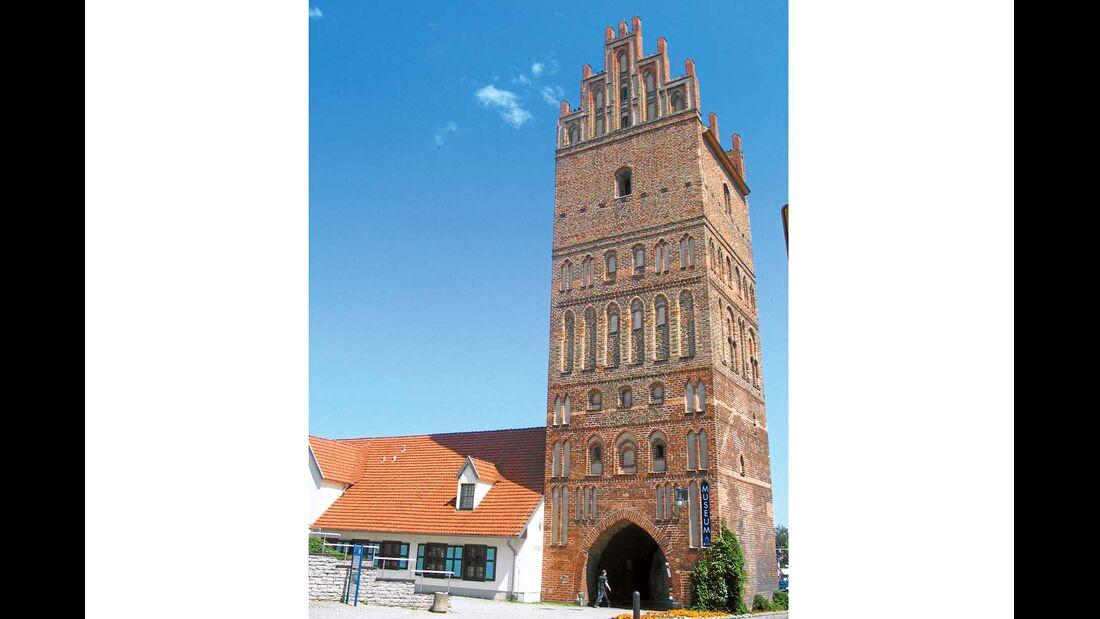 Hochaufragend und detailverliebt präsentieren sich die beiden Stadtkirchen als Beispiele gotisch-hanseatischer Architektur.