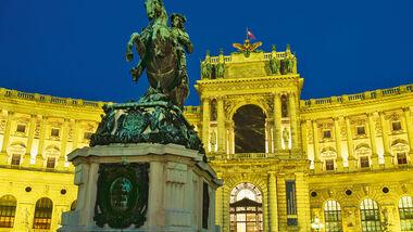 Hofburg mit Prinz-Eugen-Denkmal in Wien