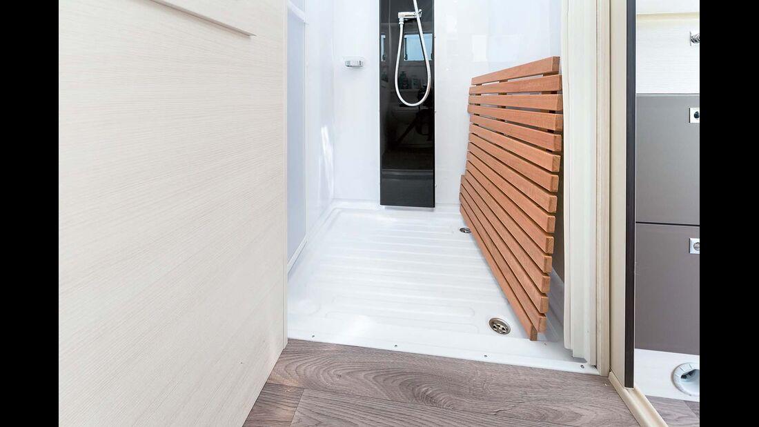 Holzrost auf Duschboden im Chausson Welcome 620
