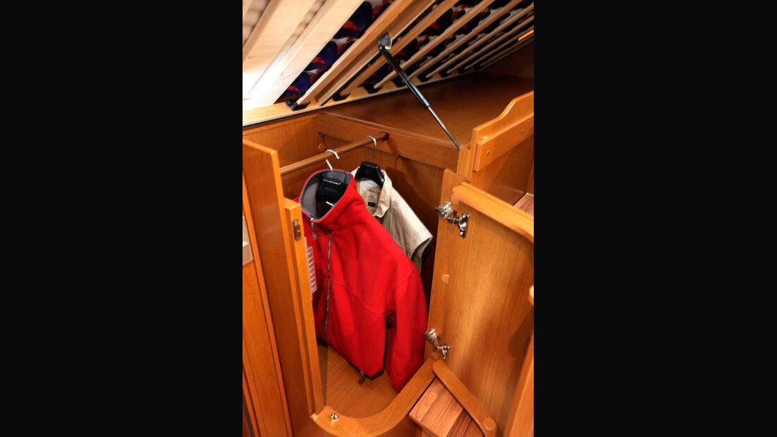 Hymer B-Klasse Kleiderschrank