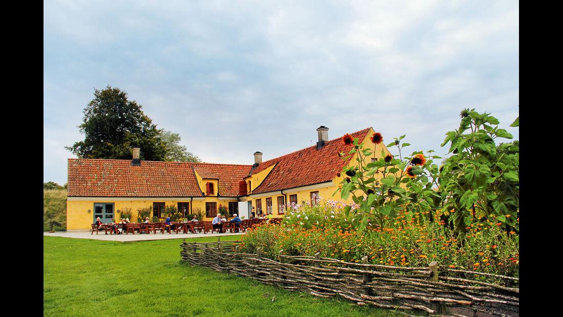 """Im Cafe """"Why Not"""" neben der Zitadelle von Landskrona gibt es koestlich duftenden Kuchen."""