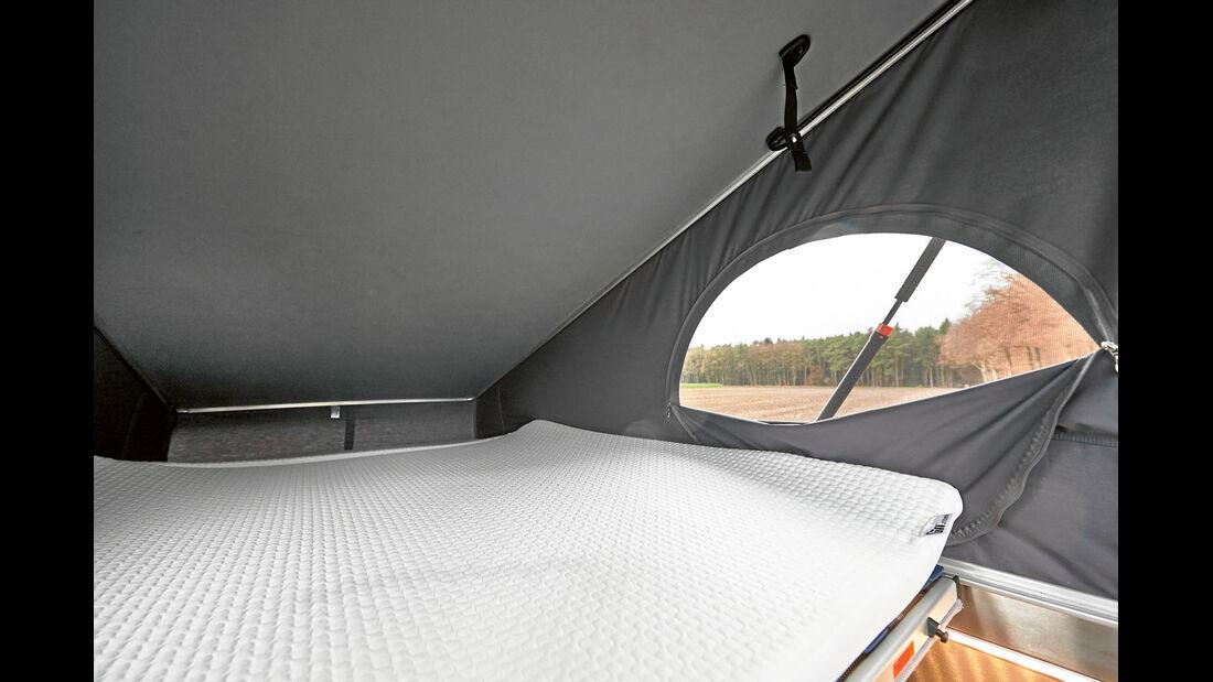 Im Dachbett gibt es ausreichend Platz fuer die Fuesse.