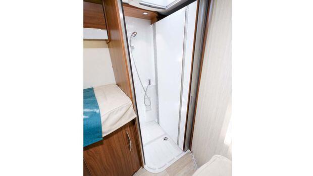 Im Nu wandelt sich das Bad zu einer vollwertigen Duschkabine.