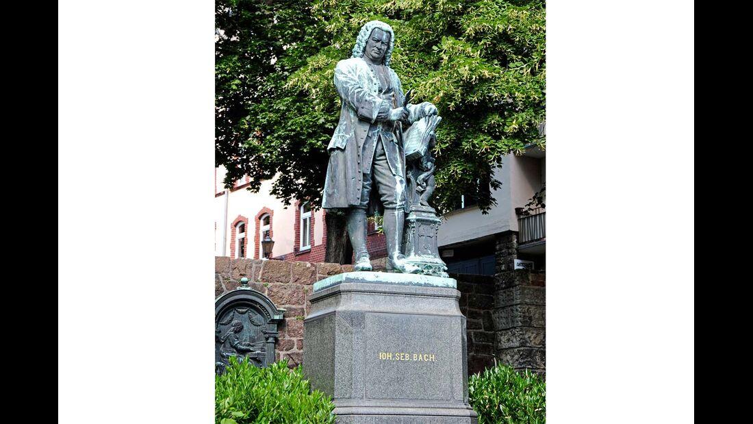 In Eisenach erinnert ein Denkmal an Johann Sebastian Bach.