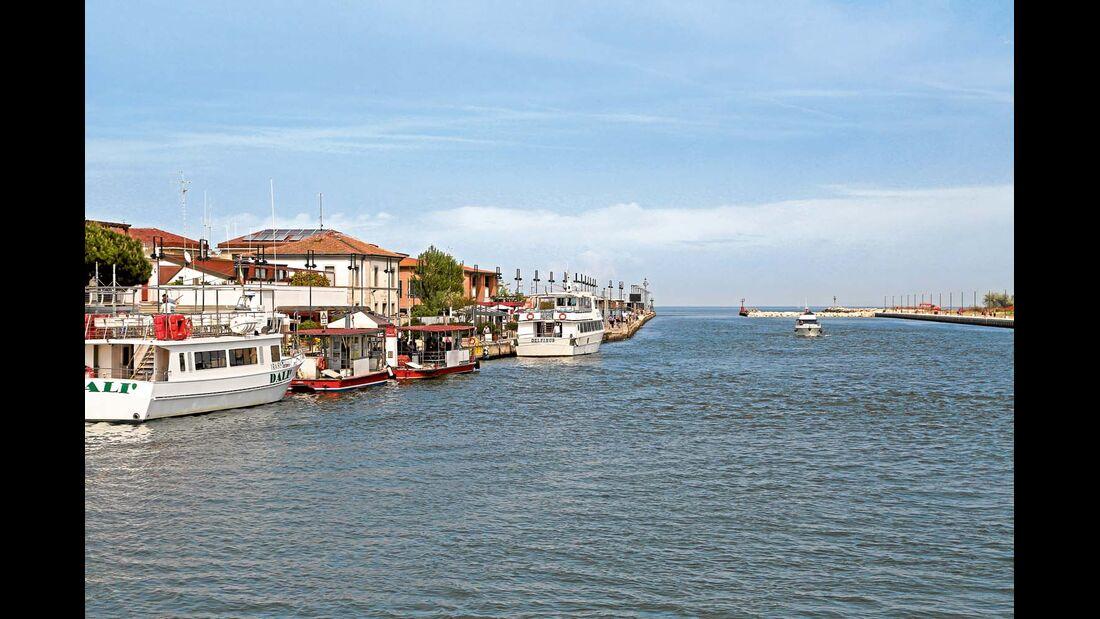 In Porto Garibaldi tarten die Schiffsausflüge ins Po-Delta und in die Valli di Comacchio.