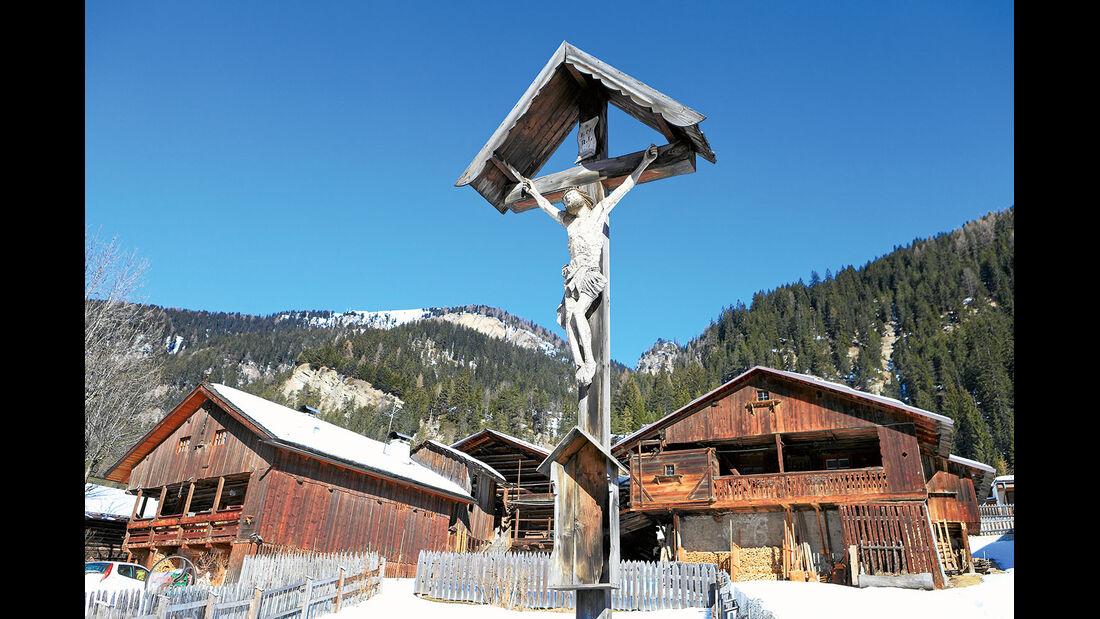 In den Dolomitendoerfern ist der christliche Glaube besonders stark verwurzelt.