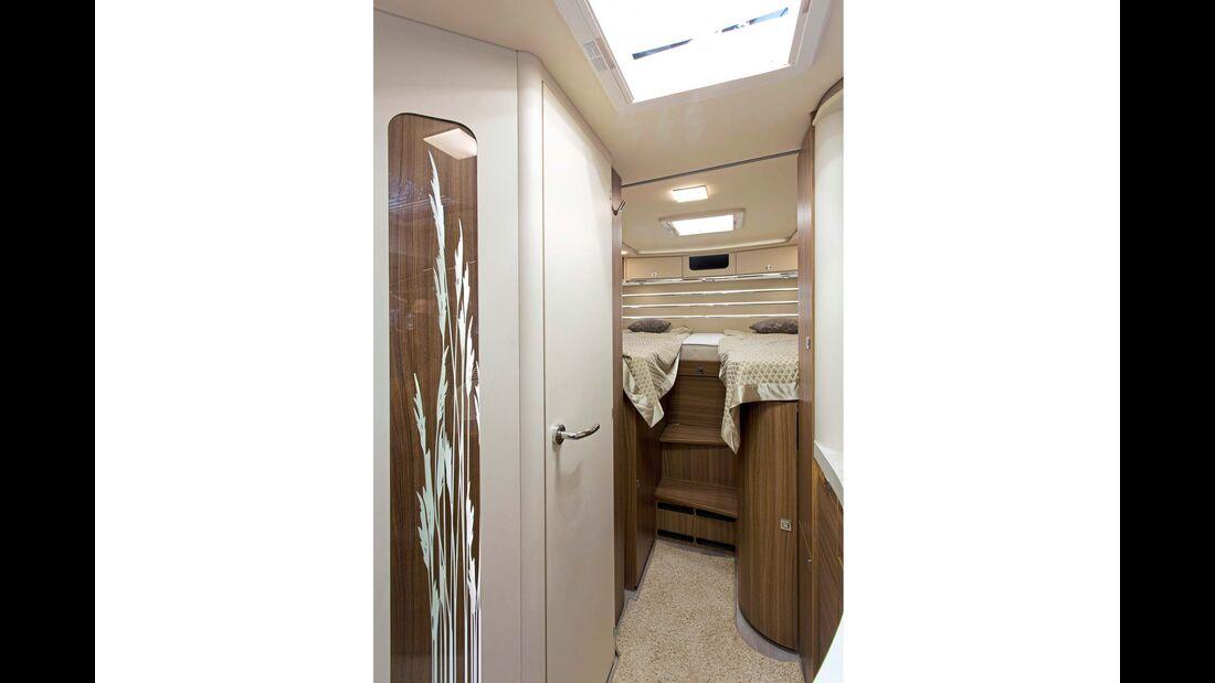 In der eleganten Hülle steckt ein Innenleben, das durch Formen, Oberflächen und dekorative Elemente fast schon in die Liner-Klasse ragt.