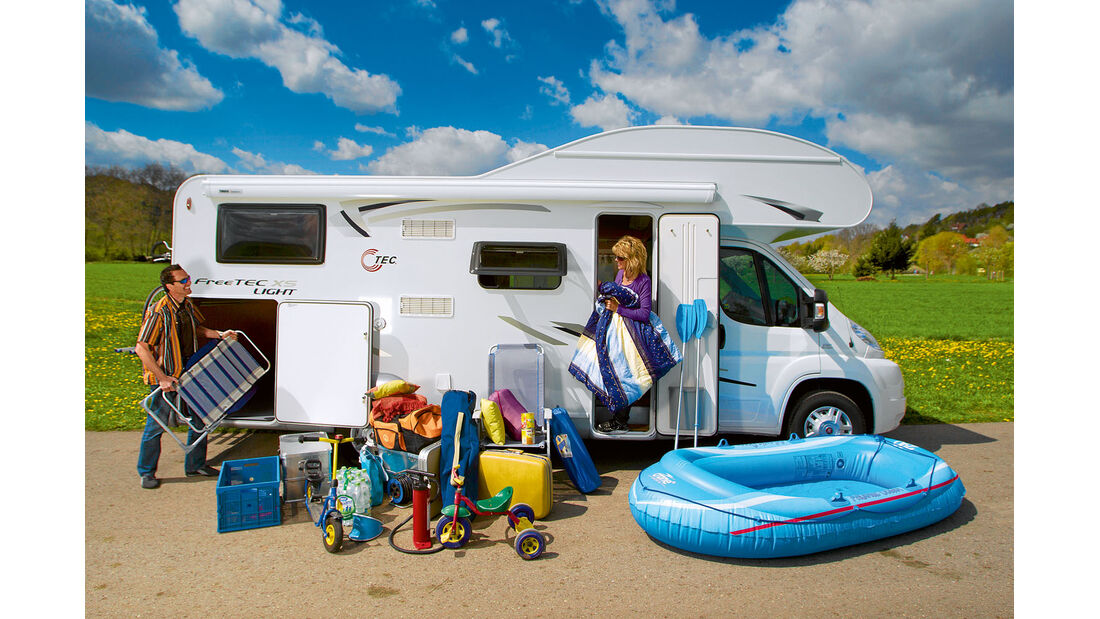In ein Reisemobil besonders mit Garage passt einiges hinein.