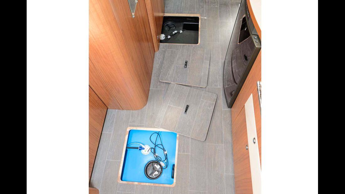 Integriert in den Doppelboden: Frisch- und Abwassertank.