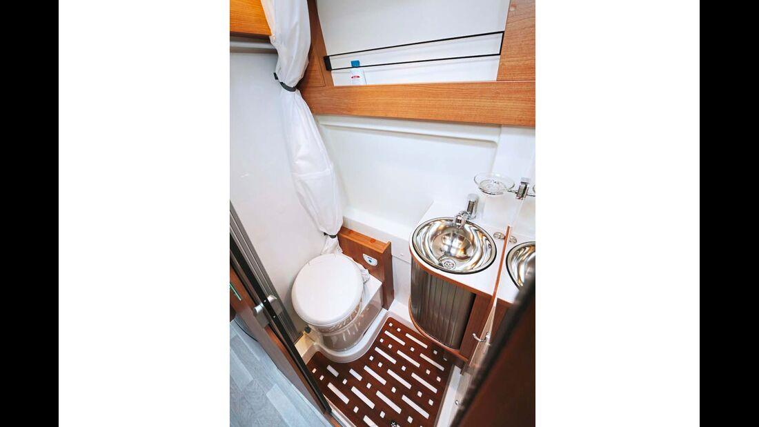 Integrierte Dusche mit Vorhang wenig komfortabel im Dreamer Family Van