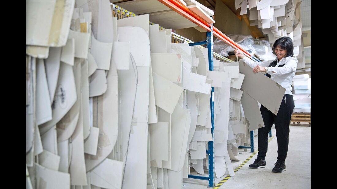 Jeder Bezug der Firmenkunden mit eigener Pappschablone