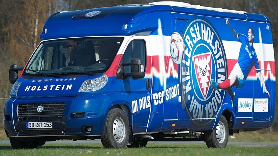 Jugendliche Arbeitslose bauen einen Hobby Toskana Exclusive zum Infomobil für SV Holstein Kiel um
