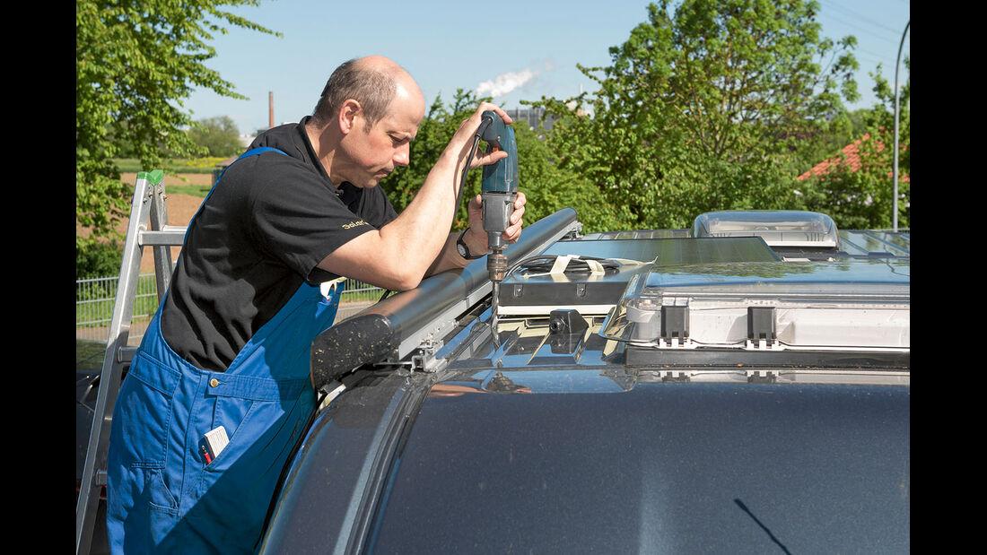 Kabelverlegung bei Solaranlagemontage