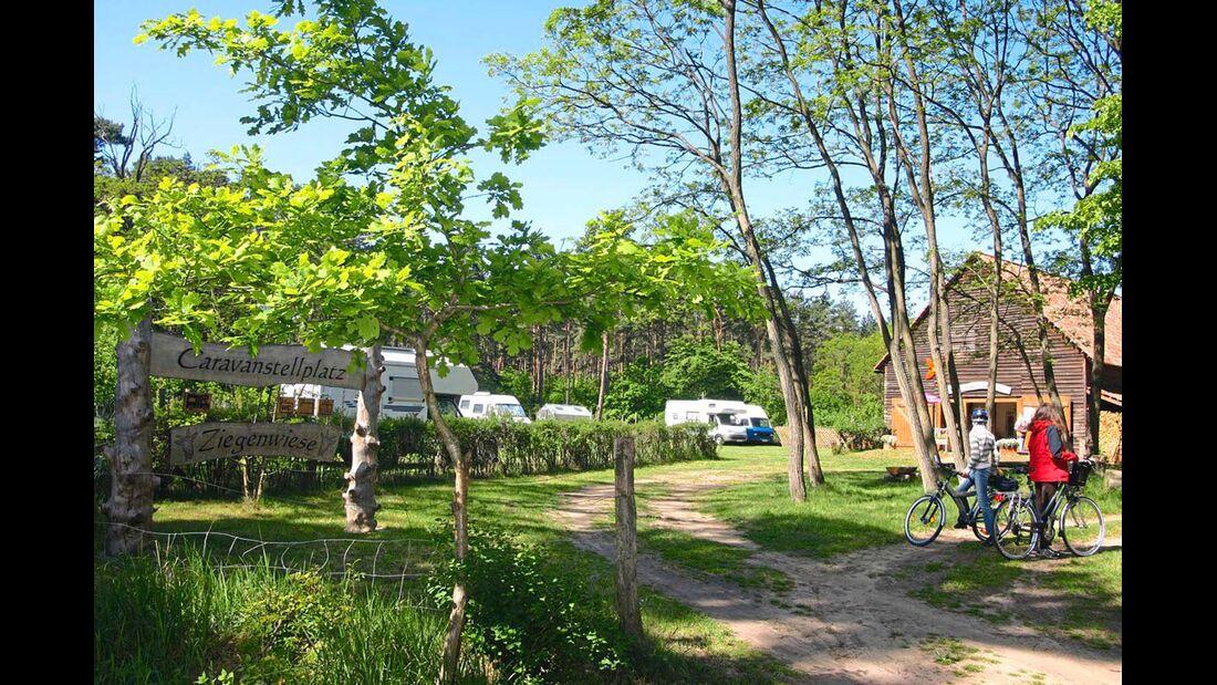 Kargow: naturbelassener Platz im Ortsteil Schwarzenhof.