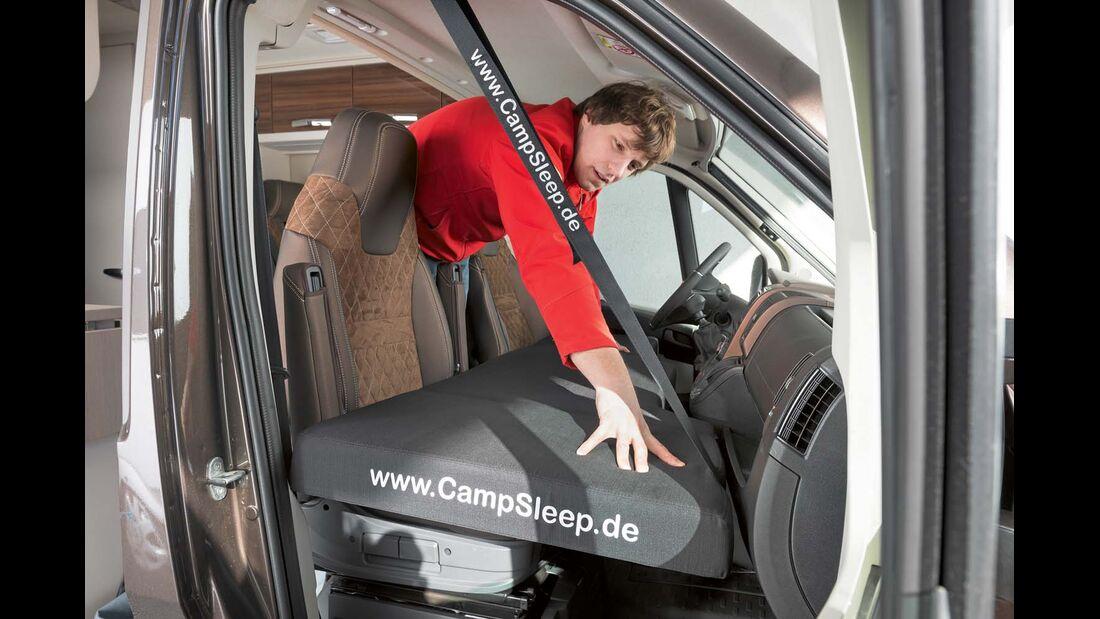 Kinderbetten für das Cockpit gibt es mit relativ bequemen Matratzen unter campsleep.de und transporterbett. de