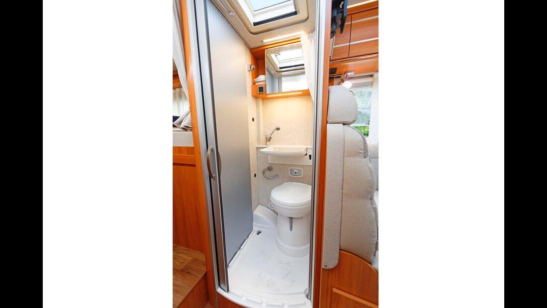 Klappwaschbecken und Toilette im Kompaktbad funktionieren ganz gut – die Dusche ist dagegen nur ein Notbehelf.