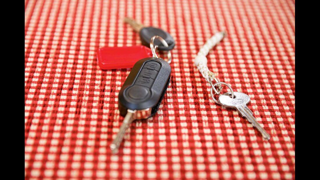 Klassischer VW-Schlüssel der 80er und das aktuelle Modell.
