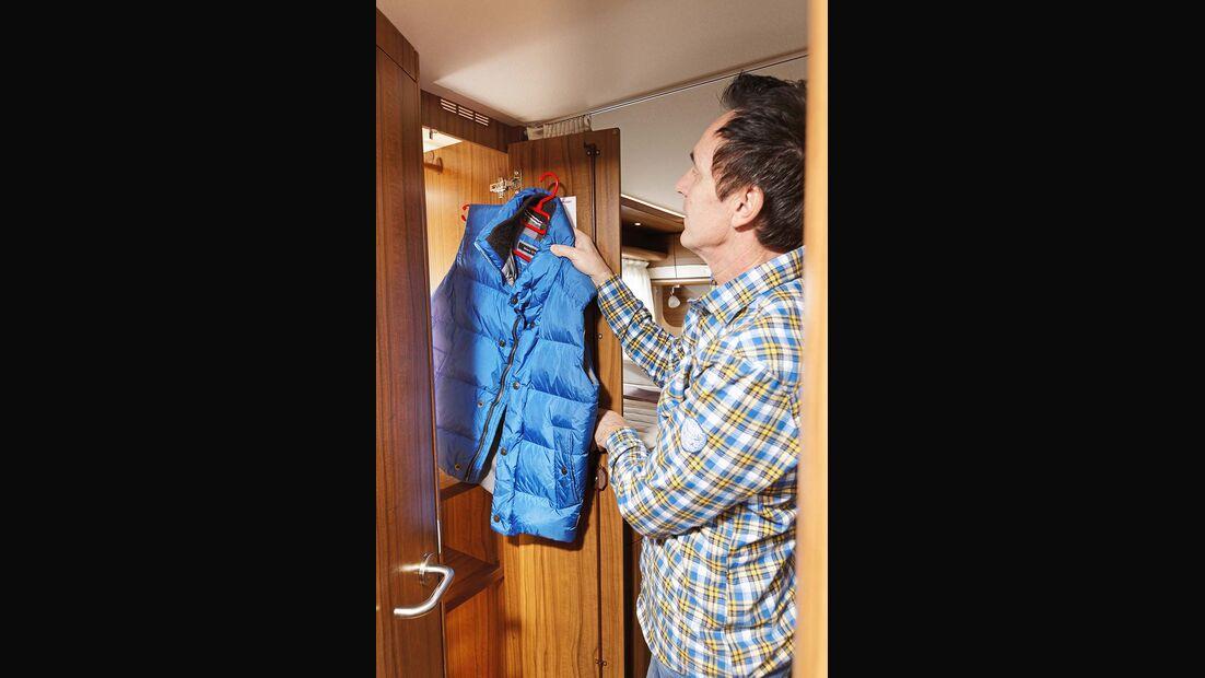 Kleiderschrank beim Hymer B 678 Premium Line