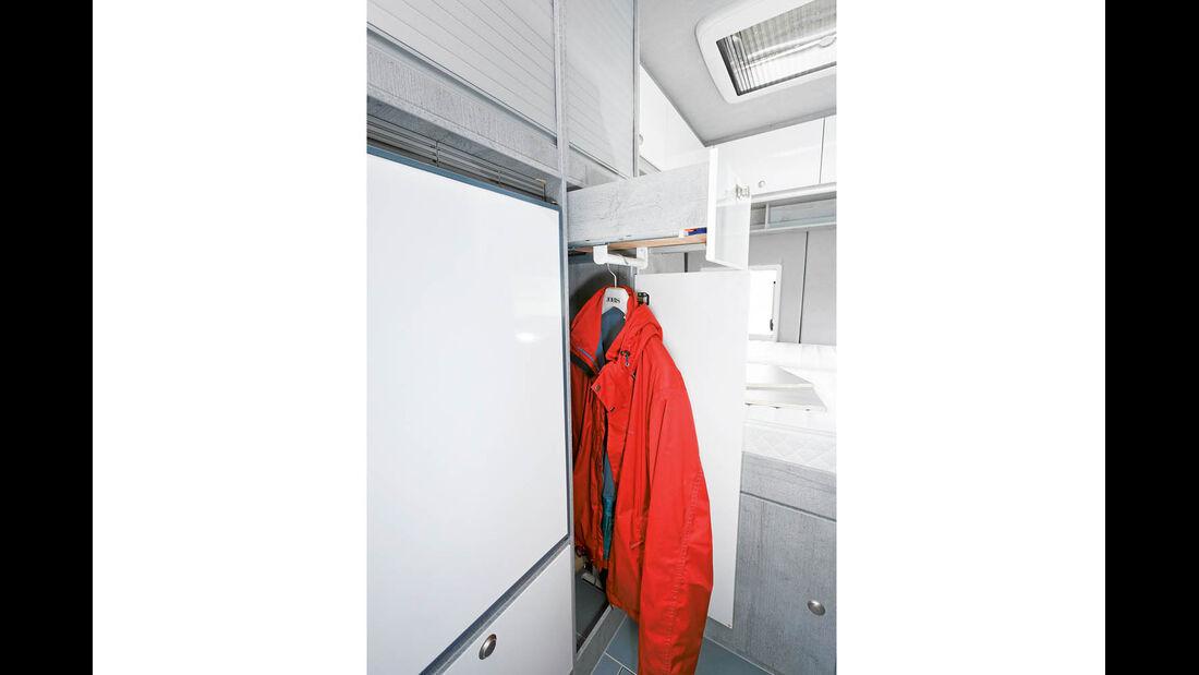 Kleiderschrank mit herausziehbarer Kleiderstange im La Strada Avanti