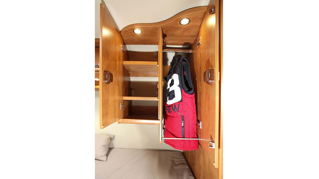 Kleiderschrank ohne Boden für mehr Hanghöhe beim Malibu Van 600 LE