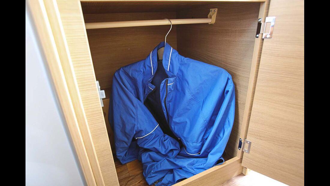 Kleiderschrank ohne ausreichende Höhe im Karmann Davis 600 Viva