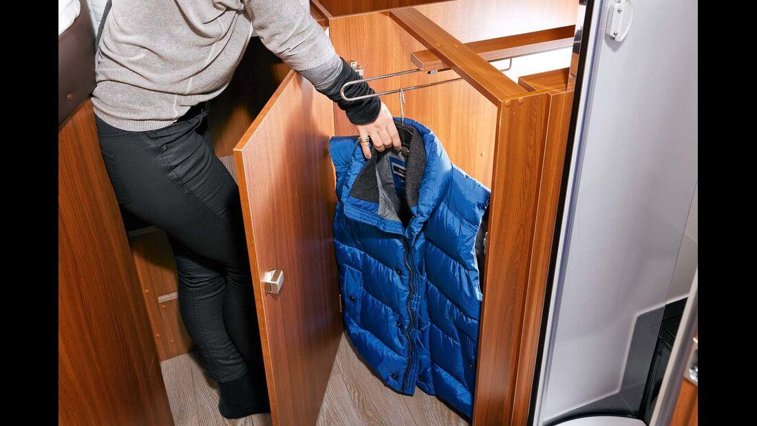 Kleiderschrank unter Matratze ohne automatische Beleuchtung im Hobby Optima