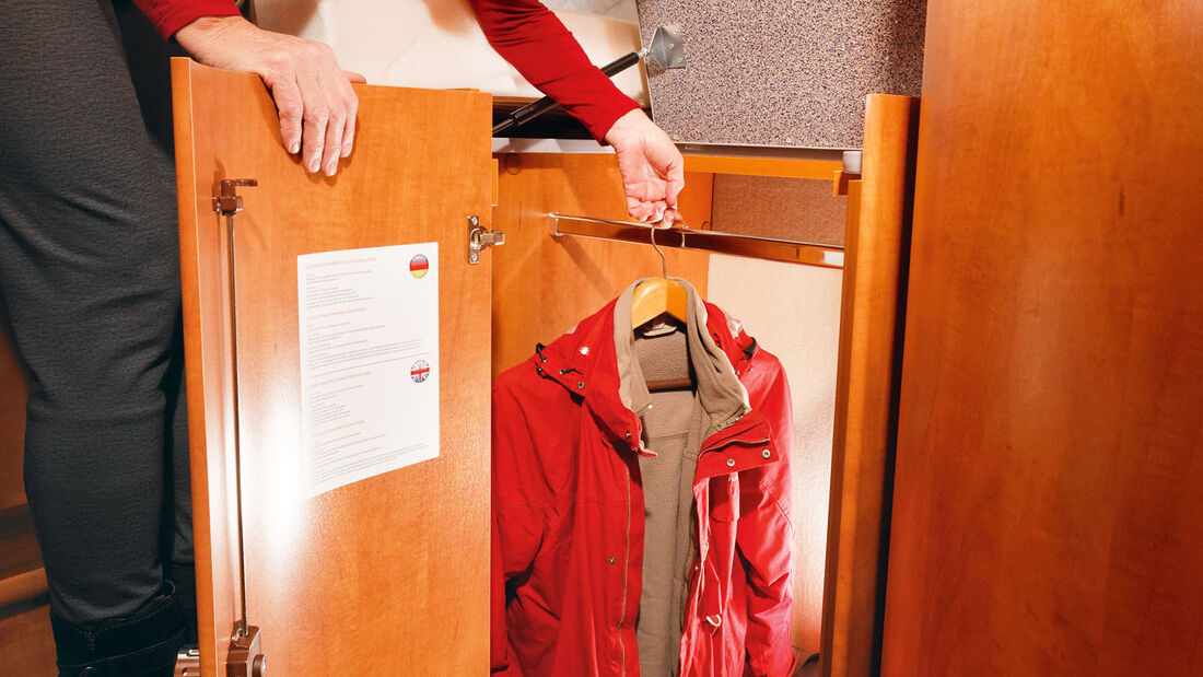 Kleiderschrank unter dem Bett