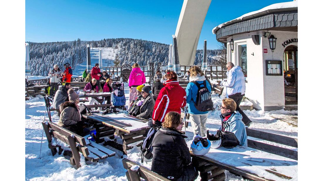 Kleine Pause – Hütte an der Sprungschanze im Skigebiet  Herrlohkopf.