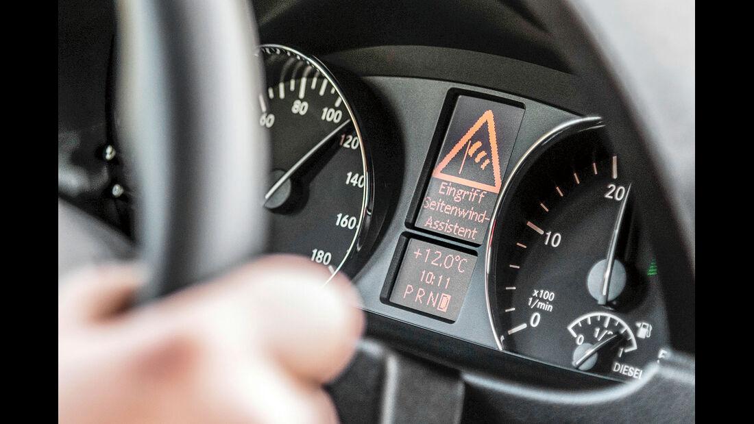 Kombi-Instrument im Mercedes Sprinter