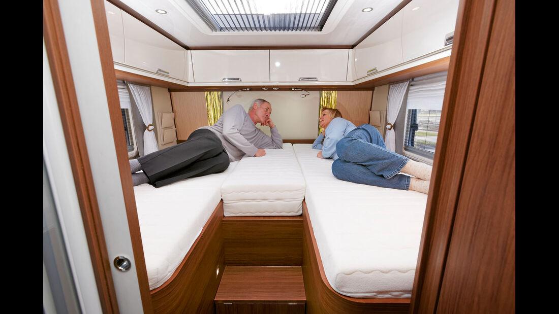 Komfortable Eignerkoje mit bequemen Einzelbetten.