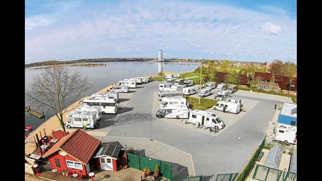 Kommunaler Wohnmobilstellplatzes am Stadthafen.