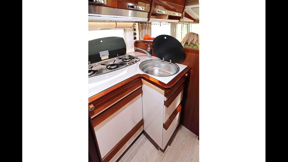 Kompakte Winkelküche mit Arbeitsfläche im Rapido Distinction