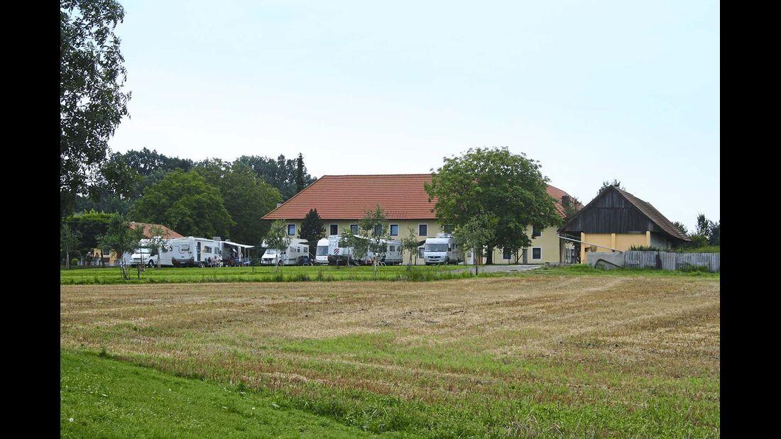 Kremsmünster: ruhig gelegener Stellplatz am Fischerhof.