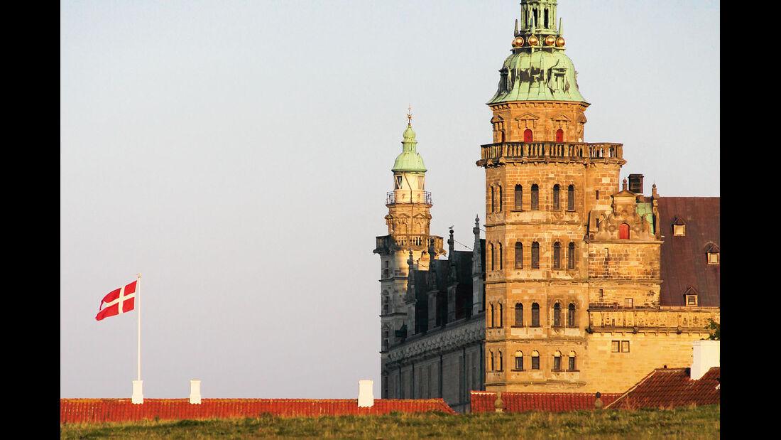 Kronborg in Helsingor kennt man als das Hamlet-Schloss.