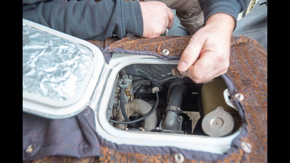 Kuckuck, ich bin ein Ventil! In welchem Auto kann man schon während der Fahrt den Ölstab ziehen oder die Nockenwelle streicheln?! Man muss nur den Überwurf aufknöpfen und den Deckel öffnen.