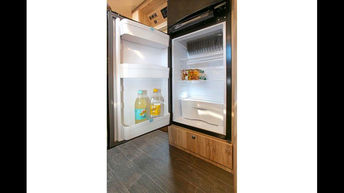 Kühl- und Gefrierfach komplett voneinander getrennt im Eura Mobil Integra Line 730 EB