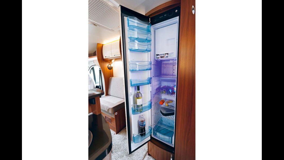Kühlschrank fasst 150 Liter und hat enorm viele Fächer und Böden. im Hobby Optima