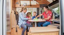 L-Sitzgruppe und Seitenbank im Dreamer Family Van